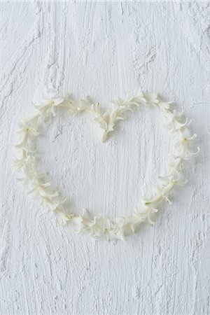 petal - Heart made out of hyacinth flowers Stock Photo - Premium Royalty-Free, Code: 6102-07282665