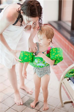 Mather with daughter at swimming pool Stock Photo - Premium Royalty-Free, Code: 6102-07455793