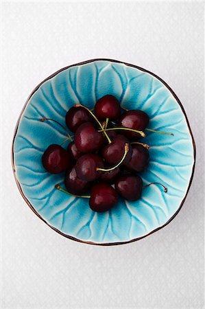 Cherries in blue bowl, studio shot Stock Photo - Premium Royalty-Free, Code: 6102-07455818