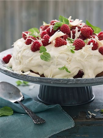 sweets - cake with raspberries, Sweden Stock Photo - Premium Royalty-Free, Code: 6102-07602933