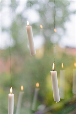 decoration - Burning candles hanging against window Stock Photo - Premium Royalty-Free, Code: 6102-07768692