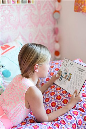 Girl reading in her room Stock Photo - Premium Royalty-Free, Code: 6102-07789596