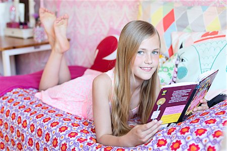 Girl reading in her room Stock Photo - Premium Royalty-Free, Code: 6102-07789599