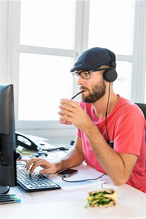 drink (non-alcohol) - Mid adult man working in office Stock Photo - Premium Royalty-Free, Code: 6102-07789688