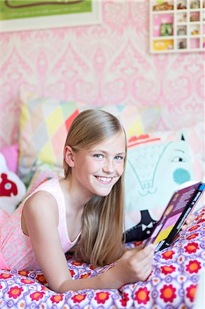 Girl reading in her room Stock Photo - Premium Royalty-Free, Code: 6102-07789601