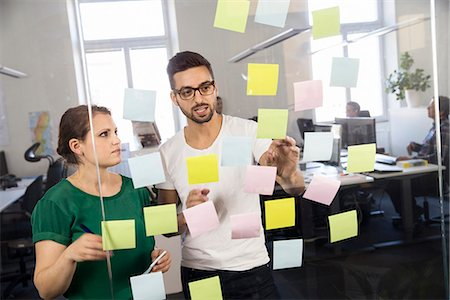 People in office with post-its Stock Photo - Premium Royalty-Free, Code: 6102-07790171