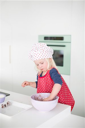 day - Girl baking Stock Photo - Premium Royalty-Free, Code: 6102-07843120