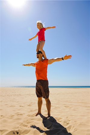 shadow - Girl standing on fathers shoulders on beach Stock Photo - Premium Royalty-Free, Code: 6102-07843395