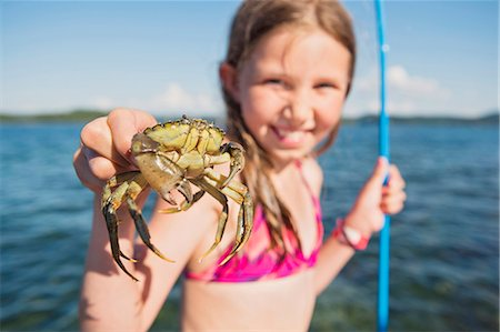 preteen girls bath - Girl holding crab Stock Photo - Premium Royalty-Free, Code: 6102-08063036