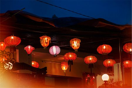 Paper lanterns at night Stock Photo - Premium Royalty-Free, Code: 6102-08000492