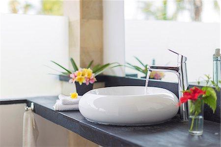 designs - Bathroom sink Stock Photo - Premium Royalty-Free, Code: 6102-08001262