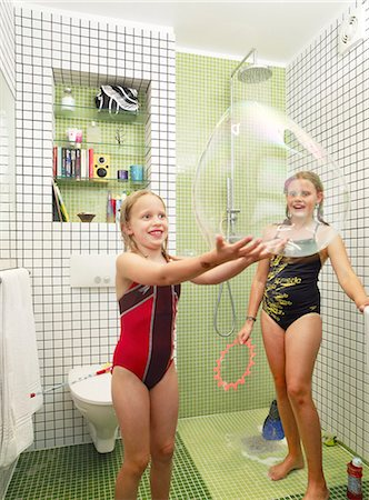 preteens shower - Girls playing in bathroom Stock Photo - Premium Royalty-Free, Code: 6102-08168917