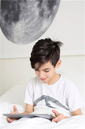 preteen boys playing - Boy in bed with digital tablet Stock Photo - Premium Royalty-Free, Code: 6102-08168916