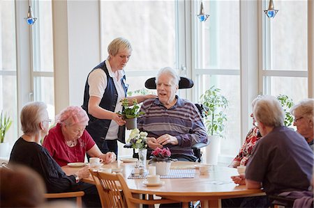 Senior people having coffee in care home Stock Photo - Premium Royalty-Free, Code: 6102-08184218