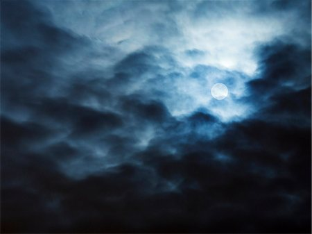 Full moon behind clouds Stock Photo - Premium Royalty-Free, Code: 6102-08271585