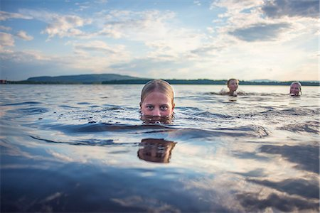 preteen girls bath - Father and children swimming in lake Stock Photo - Premium Royalty-Free, Code: 6102-08481502