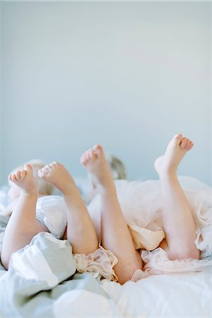 sister - Brother and sister on bed Stock Photo - Premium Royalty-Free, Code: 6102-08542111