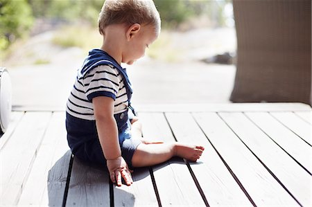 Baby boy sitting on porch Stock Photo - Premium Royalty-Free, Code: 6102-08542118