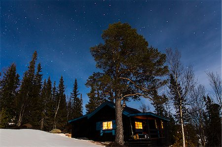 Cabin at night Stock Photo - Premium Royalty-Free, Code: 6102-08542436