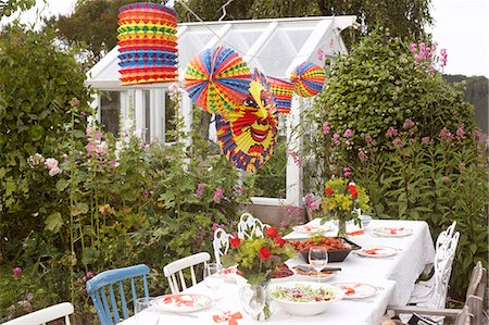 Table in garden ready for party Stock Photo - Premium Royalty-Free, Code: 6102-08566451