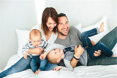 Parents with two small kids playing in bedroom Stock Photo - Premium Royalty-Free, Code: 6102-08520804