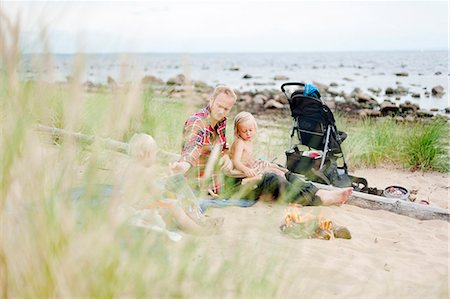 father son shirtless - Father with two children relaxing on beach Stock Photo - Premium Royalty-Free, Code: 6102-08881540
