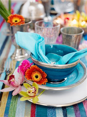 setting kitchen table - Place setting with flowers Stock Photo - Premium Royalty-Free, Code: 6102-08800041