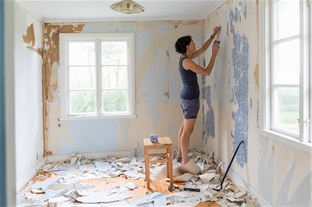 Woman renovating room and removing wallpaper Stock Photo - Premium Royalty-Free, Code: 6102-08942583