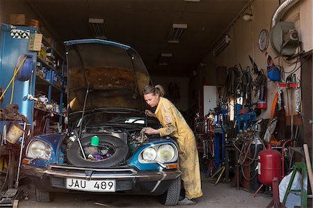 Woman mechanic repairing vintage car Stock Photo - Premium Royalty-Free, Code: 6102-08942641