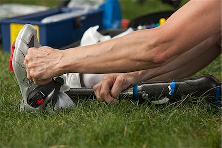 Woman with prosthetic leg preparing for racing event Stock Photo - Premium Royalty-Free, Code: 6105-05396317