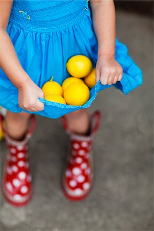 polka dot - Girl holds lemons in dress Stock Photo - Premium Royalty-Free, Code: 6106-05393653
