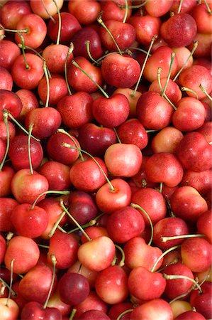 Rainier cherries Stock Photo - Premium Royalty-Free, Code: 6106-05393829