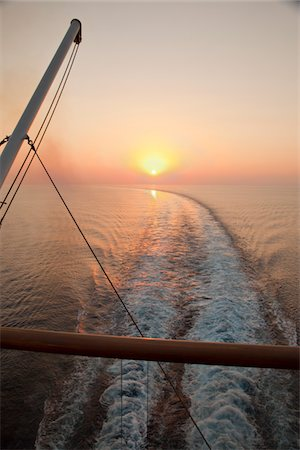 Sunset view from cruise ship Stock Photo - Premium Royalty-Free, Code: 6106-05394152
