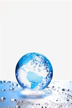 the earth  on metal board Stock Photo - Premium Royalty-Free, Code: 6106-05394325