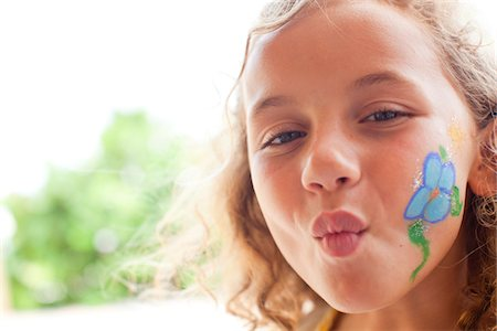 pucker - Little girl with face painted making fish face Stock Photo - Premium Royalty-Free, Code: 6106-05395154