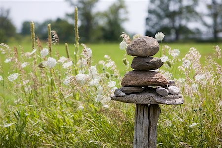 solid - Balanced rocks on fence post Stock Photo - Premium Royalty-Free, Code: 6106-05458756