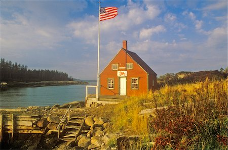 Lobster house on edge of Penobscot Bay in Stonington ME in Autumn Stock Photo - Premium Royalty-Free, Code: 6106-05473239