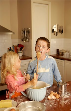 Sister and brother (4-5,8-9) baking in kitchen Stock Photo - Premium Royalty-Free, Code: 6106-05484570