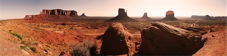 Sunrise at Monument Valley Stock Photo - Premium Royalty-Free, Code: 6106-05485345