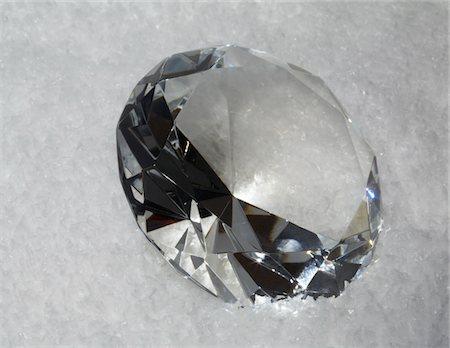 diamond - glass diamond in artificial snow Studio-shot in 74635 Kupferzell (Germany) with EOS 5D Stock Photo - Premium Royalty-Free, Code: 6106-05488323