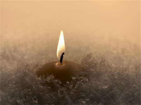flame - burning candle in artificial snow Studio-shot in 74635 Kupferzell (Germany) with EOS 5D Stock Photo - Premium Royalty-Free, Code: 6106-05488321