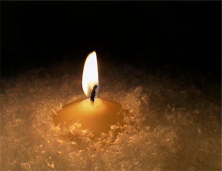 flame - burning candle in artificial snow Studio-shot in 74635 Kupferzell (Germany) with EOS 5D Stock Photo - Premium Royalty-Free, Code: 6106-05488322