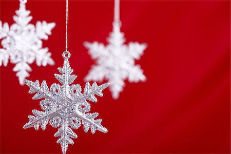 snowflakes  holiday - Snowflakes against a red backdrop Stock Photo - Premium Royalty-Free, Code: 6106-05490864