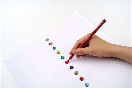 spotted - Hand holding a colored pencil, drawing a red circle Stock Photo - Premium Royalty-Free, Code: 6106-05405948