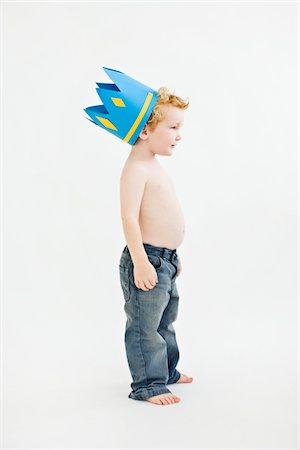 Three Year Old Boy Wearing Handmade Crown Stock Photo - Premium Royalty-Free, Code: 6106-05409105