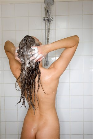 WOMAN SHAMPOO Stock Photo - Premium Royalty-Free, Code: 6106-05410325