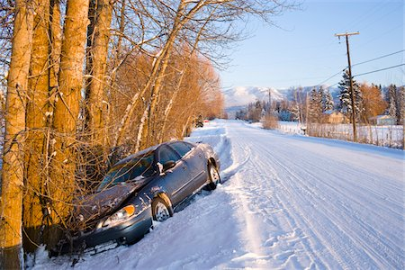 Car in ditch after winter driving in snow Stock Photo - Premium Royalty-Free, Code: 6106-05414314