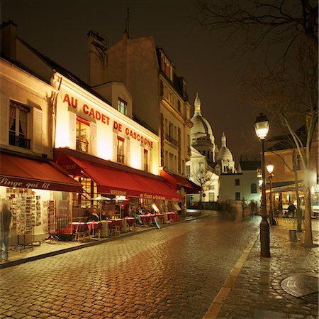 Montmartre District with Sacre-Coeur at night Stock Photo - Premium Royalty-Free, Code: 6106-05418795