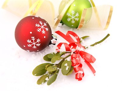 Christmas Baubles and Mistletoe in Snow Stock Photo - Premium Royalty-Free, Code: 6106-05421512