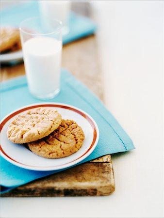Milk and Cookies Stock Photo - Premium Royalty-Free, Code: 6106-05430694